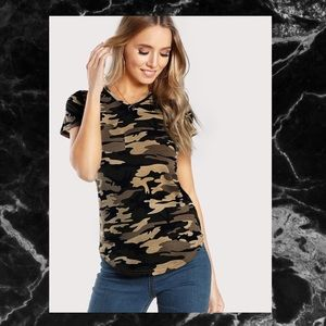 Tops - 🖤BLACK TAN CURVED HEM CAMO T-SHIRT🖤